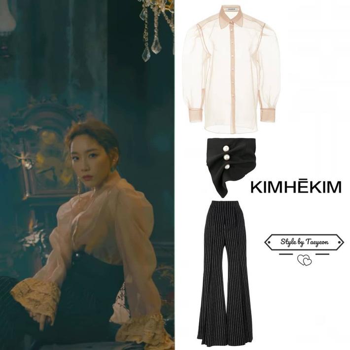 Nhờ thêm đúng 1 mảnh vải lưới vào váy, Taeyeon trông vừa đỡ hớ hênh vừa sang hơn hẳn người mẫu chuyên nghiệp - Ảnh 4.