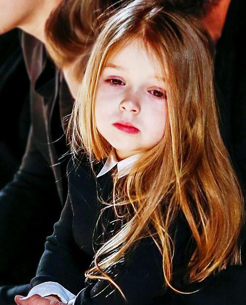 Những cô công chúa nổi tiếng nhà sao Hollywood ngày ấy nay đã lớn: Suri Cruise, Harper Beckham lột xác ngoạn mục - Ảnh 18.