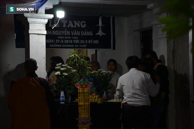 Cuộc tranh luận đau lòng trong đám tang thanh niên bị xe khách đâm chết ở Vĩnh Phúc - Ảnh 3.
