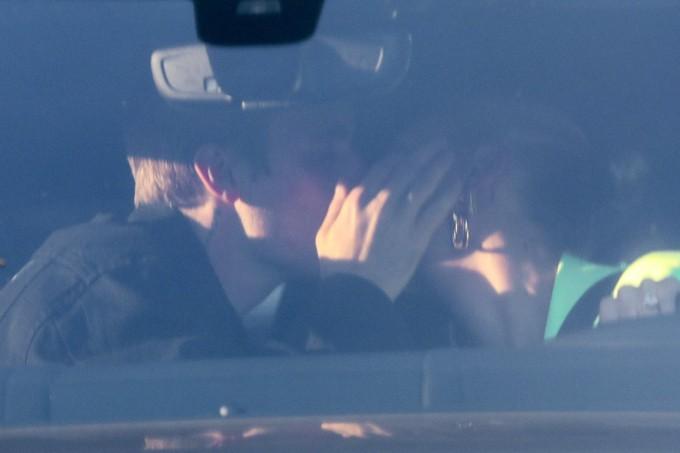 Tình như Justin và Hailey: Chồng công khai hôn mùi mẫn, vợ hí hửng khoe đêm đầu tiên chính thức dọn về tổ ấm - Ảnh 2.