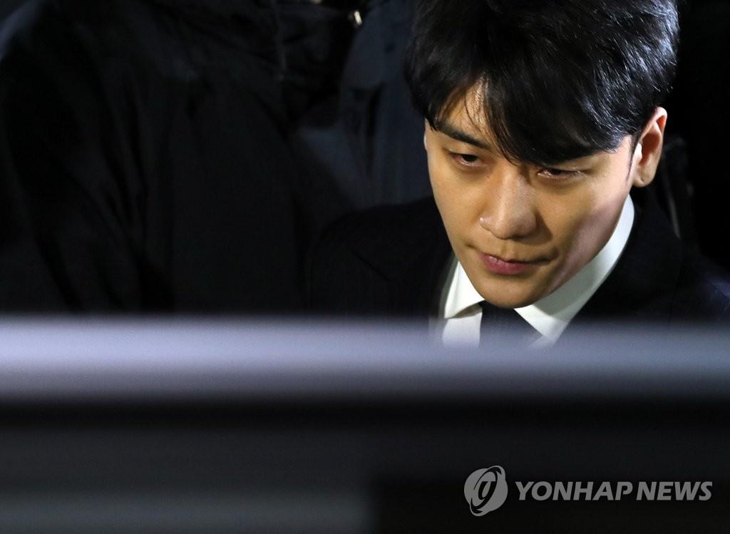 Biến căng: Cảnh sát chính thức buộc tội Seungri vì tham ô hàng trăm triệu, xác nhận có hoạt động mại dâm liên quan - Ảnh 2.