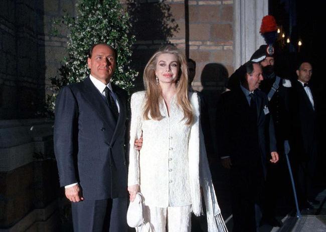 Vợ cựu Thủ tướng Ý: thẳng tay ly hôn ngay khi chồng có dấu hiệu ngoại tình, trả lại hơn 1500 tỷ tiền trợ cấp bởi bản thân đã thừa sức nuôi con - Ảnh 3.