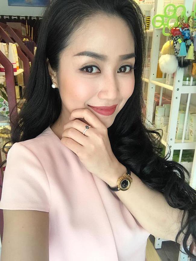 Cuộc sống giàu sang của Ốc Thanh Vân với người chồng kém sắc, từng là học sinh cá biệt - Ảnh 1.