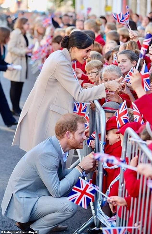 Công nương Meghan và Hoàng tử Harry cho ra mắt tài khoản Instagram riêng khiến MXH dậy sóng - Ảnh 6.