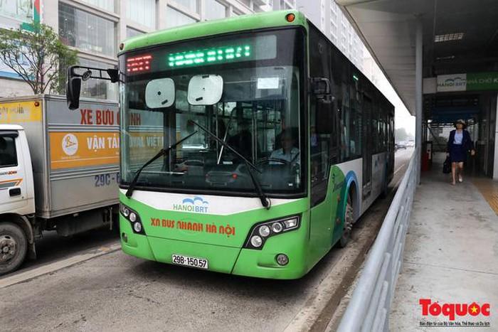 Bài 4: Dự án xe buýt nhanh BRT sau hơn 2 năm triển khai: Tạt đầu, lấn làn và nhích từng mét là chuyện cơm bữa