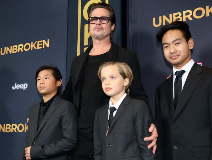 Ly hôn Brad Pitt chưa xong, Angelina Jolie đã dính phải tin đồn hẹn hò lén lút cùng đối tượng cũ - Ảnh 3.