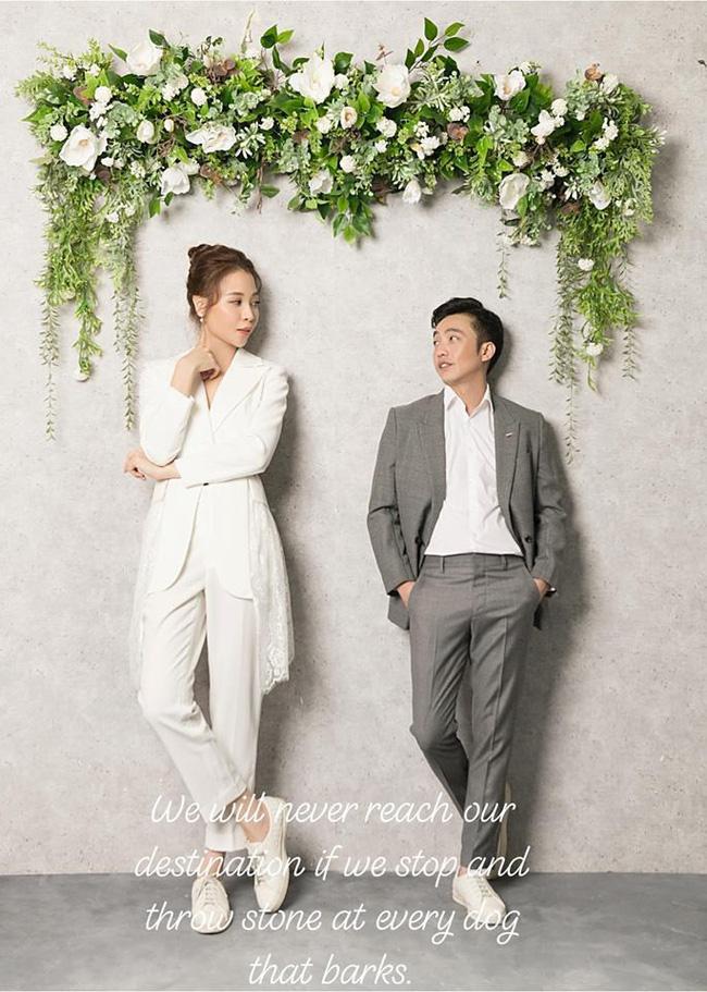 Cuối cùng Cường Đô La cũng hé lộ ảnh cưới với Đàm Thu Trang, không quên kèm theo câu nói cực tình cảm - Ảnh 1.