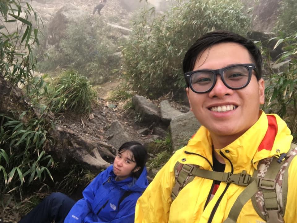 Cười xỉu với hành trình cô gái Sài Gòn mếu máo leo núi Fansipan vì bạn trai rủ: Tình yêu quả là có sức mạnh phi thường! - Ảnh 4.