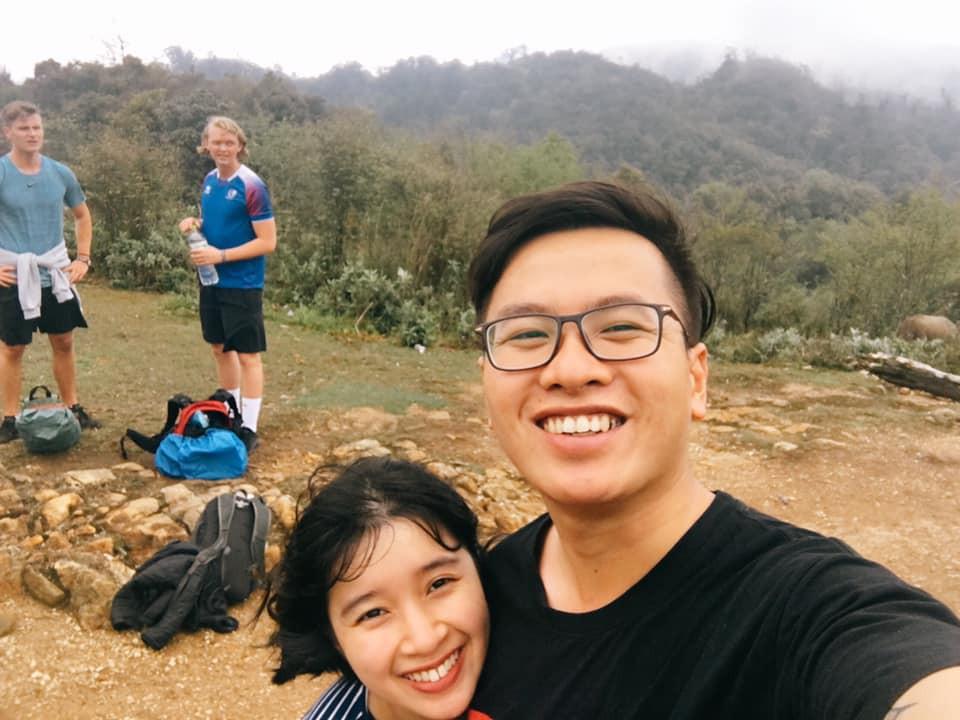 Cười xỉu với hành trình cô gái Sài Gòn mếu máo leo núi Fansipan vì bạn trai rủ: Tình yêu quả là có sức mạnh phi thường! - Ảnh 1.