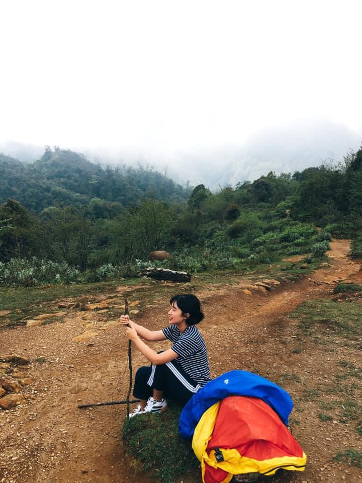 Cười xỉu với hành trình cô gái Sài Gòn mếu máo leo núi Fansipan vì bạn trai rủ: Tình yêu quả là có sức mạnh phi thường! - Ảnh 13.