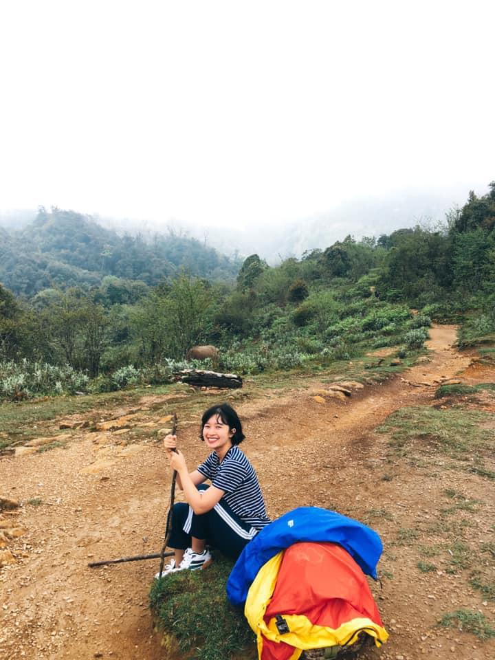 Cười xỉu với hành trình cô gái Sài Gòn mếu máo leo núi Fansipan vì bạn trai rủ: Tình yêu quả là có sức mạnh phi thường! - Ảnh 9.