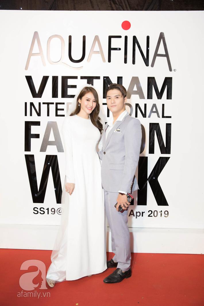 Cặp đôi ồn ào Linh Chi - Lâm Vinh Hải hóa cô dâu chú rể, danh hài Thúy Nga bỗng nhiên hở bạo trên thảm đỏ VIFW ngày thứ 3  - Ảnh 1.