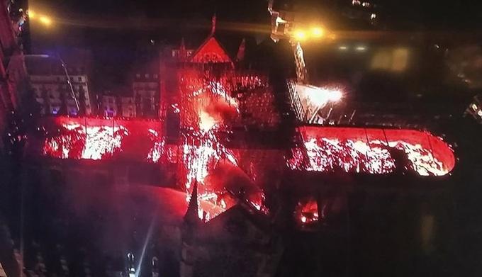 Ảnh 3: Nhà thờ Đức Bà Paris cháy lớn