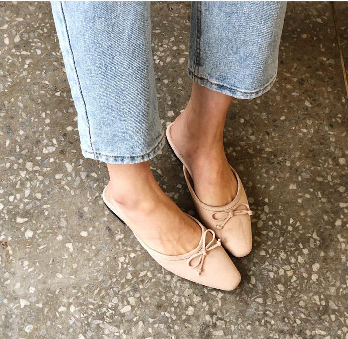 Nàng công sở nào cũng cần một đôi giày nude bởi khả năng hack dáng tuyệt đỉnh: chân vừa dài, dáng lại thon hơn đáng kể - Ảnh 2.
