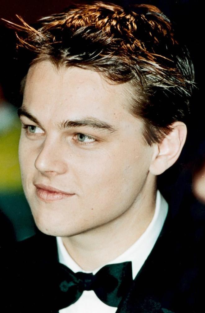 5 gương mặt đẹp trai bậc nhất thế giới những năm 90 của thế kỷ trước, gừng càng già càng cay, không một ai bị xuống phong độ - Ảnh 20.