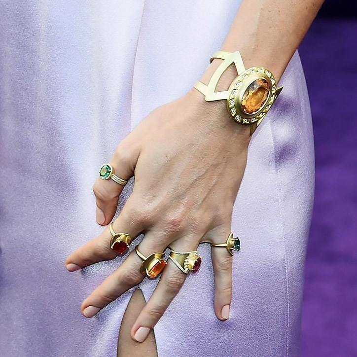Tìm ra giá của chuỗi đá vô cực đời thực Scarlett Johansson và Captain Marvel đeo trên thảm tím Avengers - Ảnh 4.
