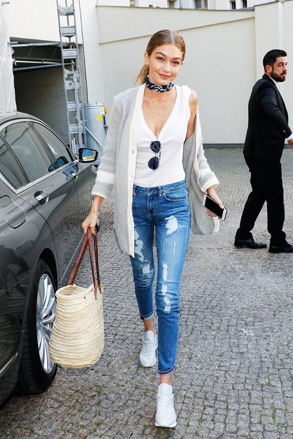 4 kiểu quần jeans bất chấp thời gian chẳng sợ lỗi thời, chị em không lo sợ lỗ khi đầu tư - Ảnh 1.