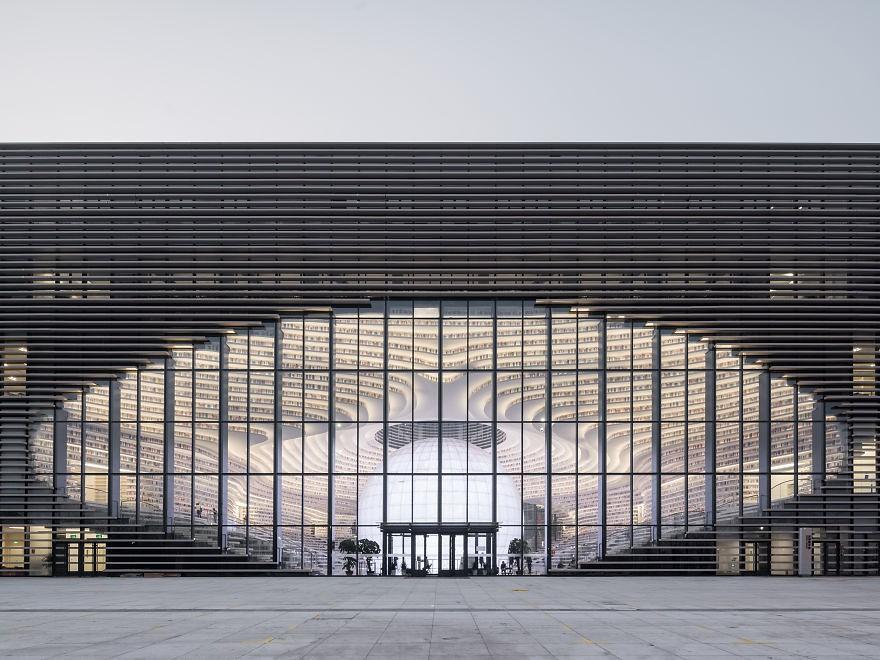 Choáng ngợp với vẻ đẹp của thư viện quốc dân lớn nhất Trung Quốc được check in rầm rộ - Ảnh 5.