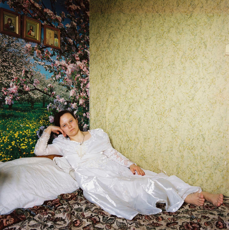 Lý do gì khiến phụ nữ ở Belarus luôn giữ gìn váy cưới cẩn thận suốt hàng chục năm? - Ảnh 6.