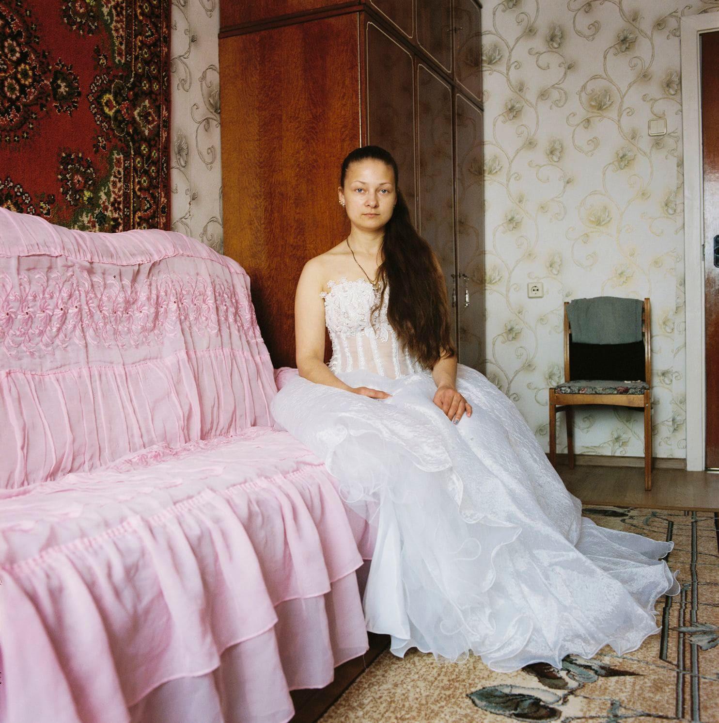Lý do gì khiến phụ nữ ở Belarus luôn giữ gìn váy cưới cẩn thận suốt hàng chục năm? - Ảnh 7.