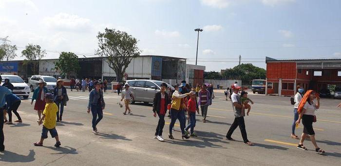 Hàng nghìn người đổ về Khu du lịch Đại Nam trong ngày lễ 30/4
