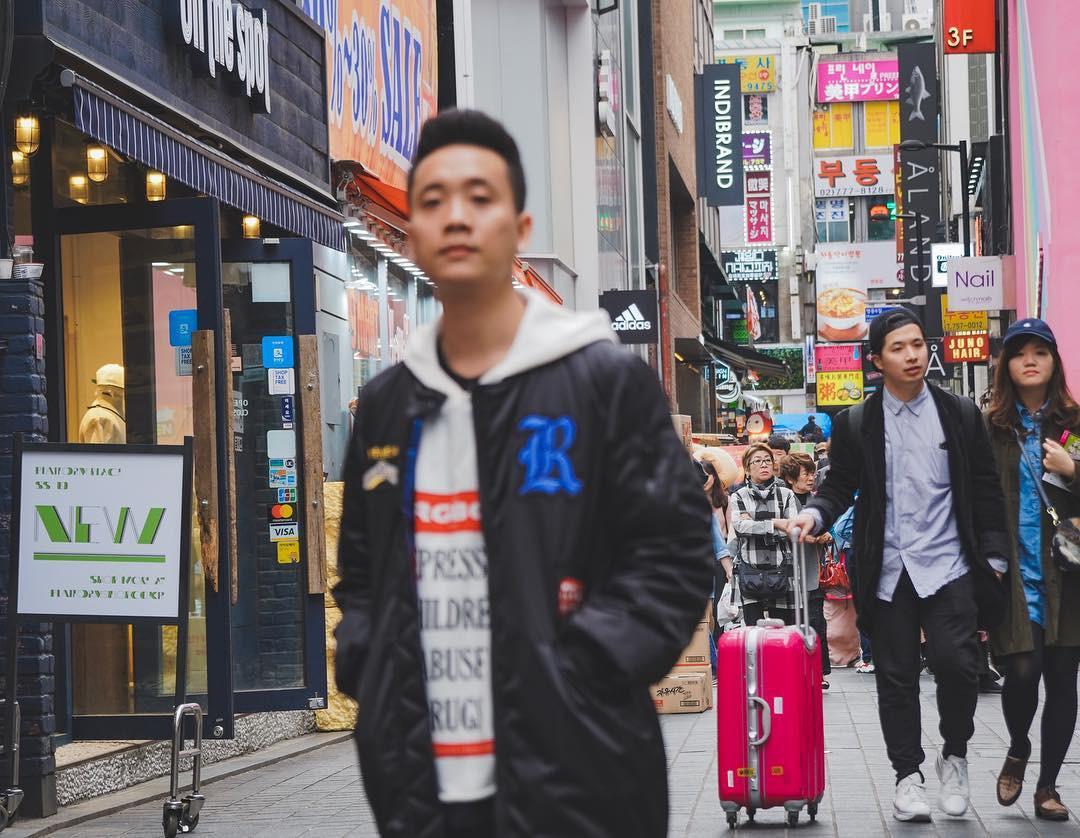 Đăng ảnh check-in ở Seoul, JustaTee khi khiến dân tình vừa cười vừa thương: Chụp 3 tấm hình thì out nét cả 3, lại còn out ngay nhân vật chính - Ảnh 4.