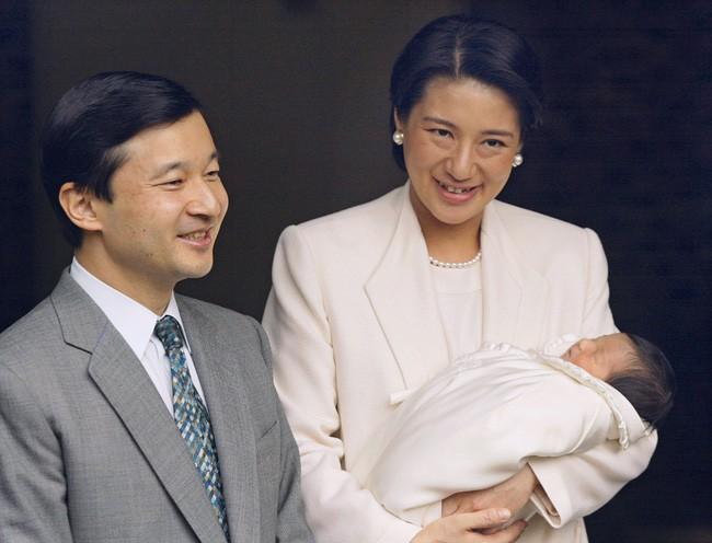 Chân dung Tân Nhật hoàng Naruhito - vị vua sẽ gắn bó với người dân Nhật Bản trong thời kỳ Reiwa đầy hứa hẹn - Ảnh 6.