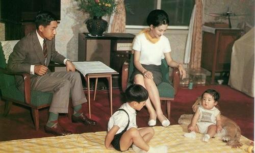 Chân dung Tân Nhật hoàng Naruhito - vị vua sẽ gắn bó với người dân Nhật Bản trong thời kỳ Reiwa đầy hứa hẹn - Ảnh 4.