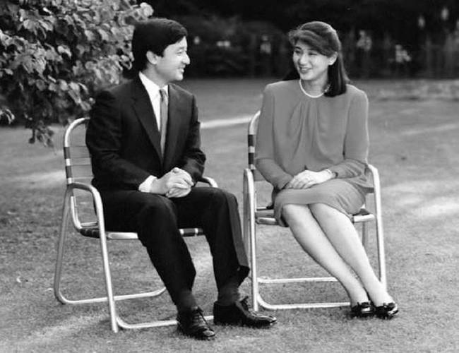 Tân Nhật hoàng Naruhito và vương phi u sầu Masako: Mối tình sét đánh, 6 năm theo đuổi, 3 lần cầu hôn và lời hứa bảo vệ em đến trọn đời - Ảnh 3.
