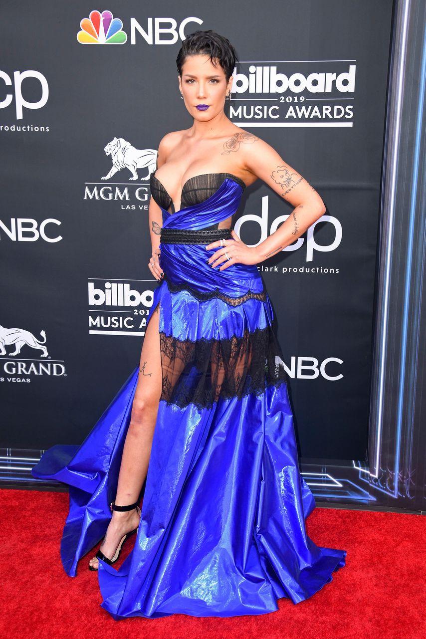 Thảm đỏ Billboard 2019: Taylor Swift sến sẩm bị dàn mỹ nhân ngực khủng át vía, BTS lột xác quyền lực bên quân đoàn sao - Ảnh 9.