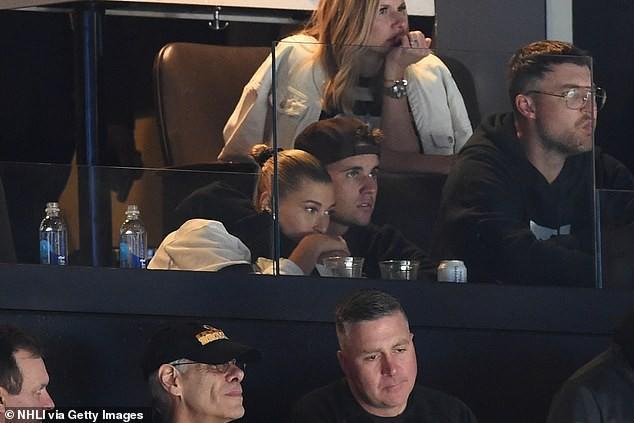 Khoảng cách đáng ngờ giữa Justin Bieber và Hailey Baldwin làm người hâm mộ cảm thấy vô cùng lo lắng - Ảnh 4.