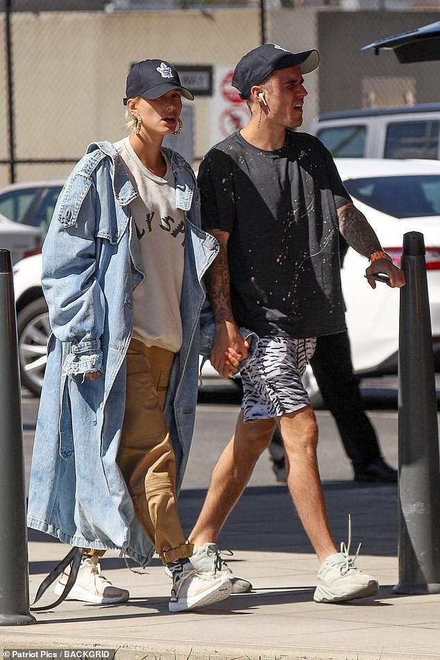 Khoảng cách đáng ngờ giữa Justin Bieber và Hailey Baldwin làm người hâm mộ cảm thấy vô cùng lo lắng - Ảnh 3.