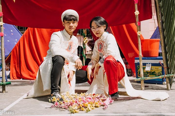 Ảnh 2: Dựng cổng trại thành đám cưới - We25.vn