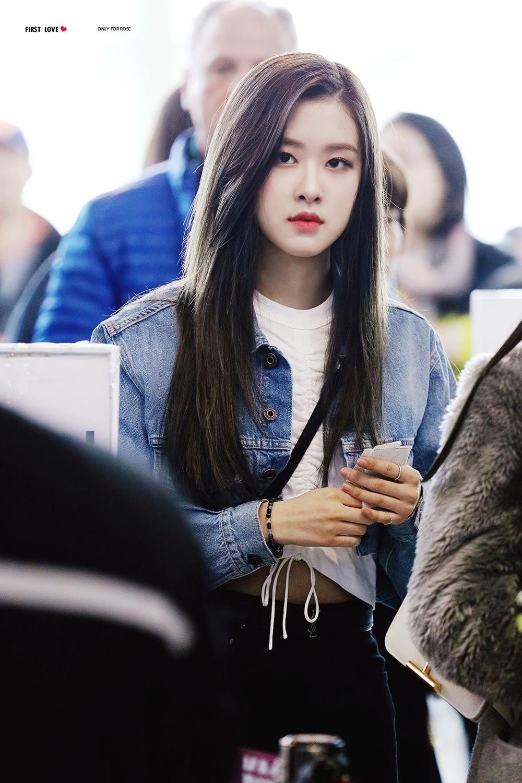 Đâu cần lồng lộn, Rosé (BLACKPINK) mặc đồ trắng đen thôi mà làm sáng bừng cả sân bay, lấn át cả các thành viên - Ảnh 9.
