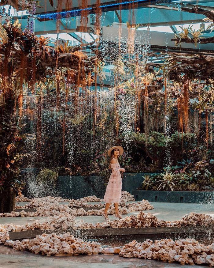 """Sau Jewel Changi, Singapore lại có thêm """"kỳ quan"""" vườn hoa treo khổng lồ khiến dân tình phải ngước lên """"mỏi cả cổ"""" để ngắm nhìn - Ảnh 10."""