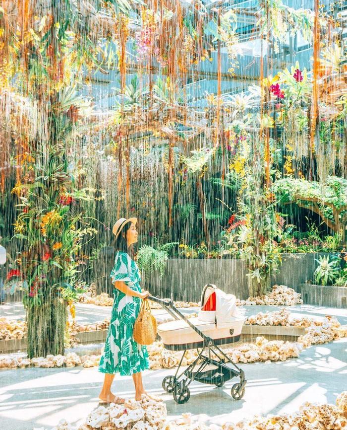 """Sau Jewel Changi, Singapore lại có thêm """"kỳ quan"""" vườn hoa treo khổng lồ khiến dân tình phải ngước lên """"mỏi cả cổ"""" để ngắm nhìn - Ảnh 17."""