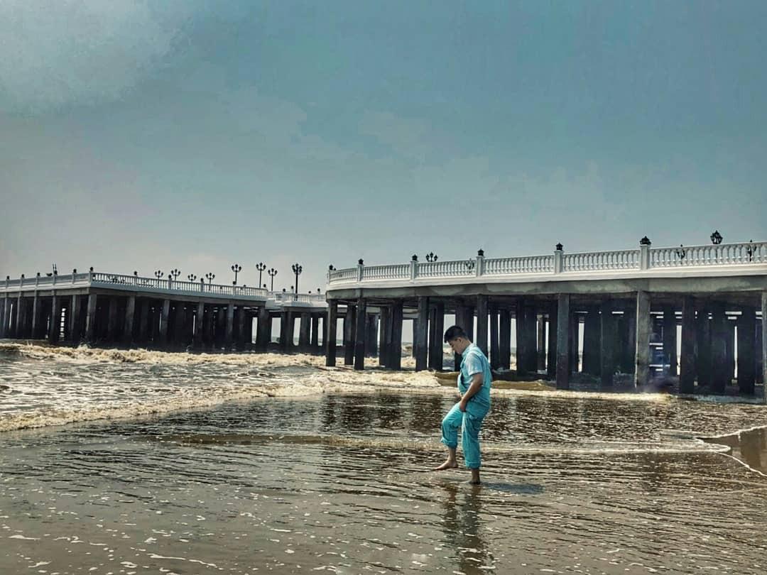 Không thể ngờ ở ngay gần Hà Nội cũng có khu cầu cảng trắng muốt mang hơi thở châu Âu thế này - Ảnh 7.