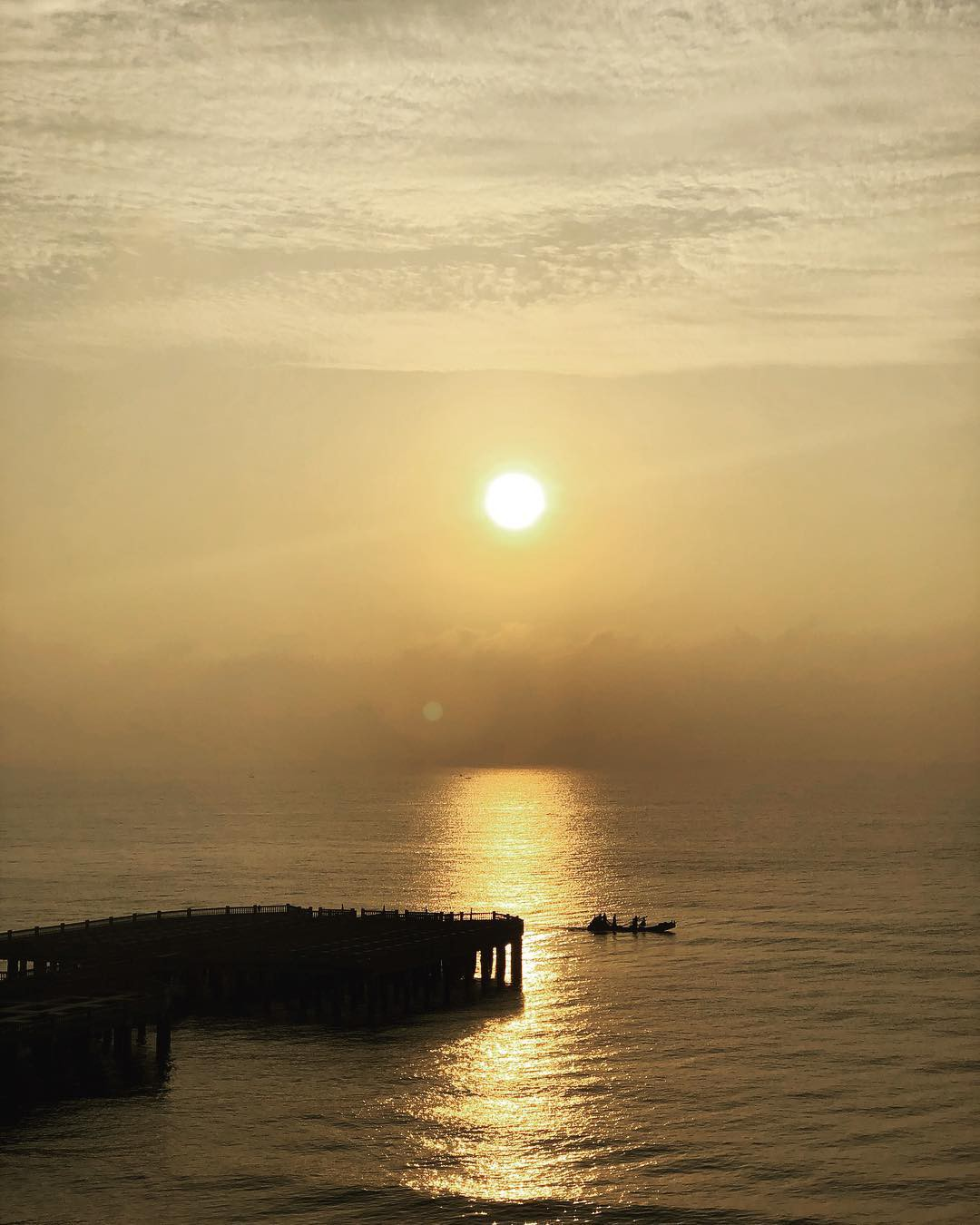 Không thể ngờ ở ngay gần Hà Nội cũng có khu cầu cảng trắng muốt mang hơi thở châu Âu thế này - Ảnh 15.