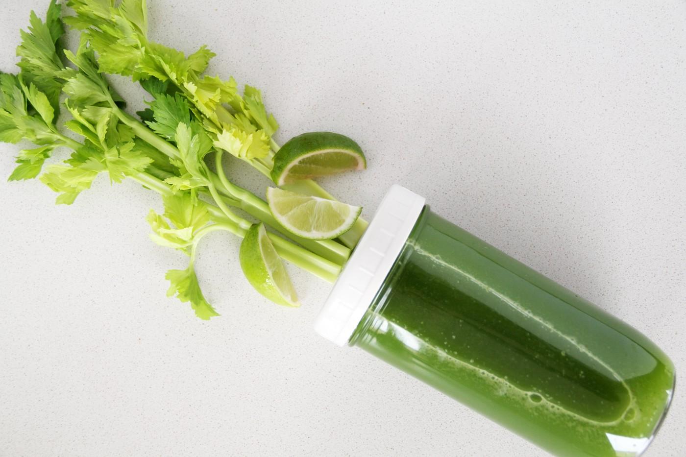 Mách bạn 5 công thức nước ép cần tây vừa đơn giản vừa cực dễ tìm nguyên liệu - Ảnh 1.