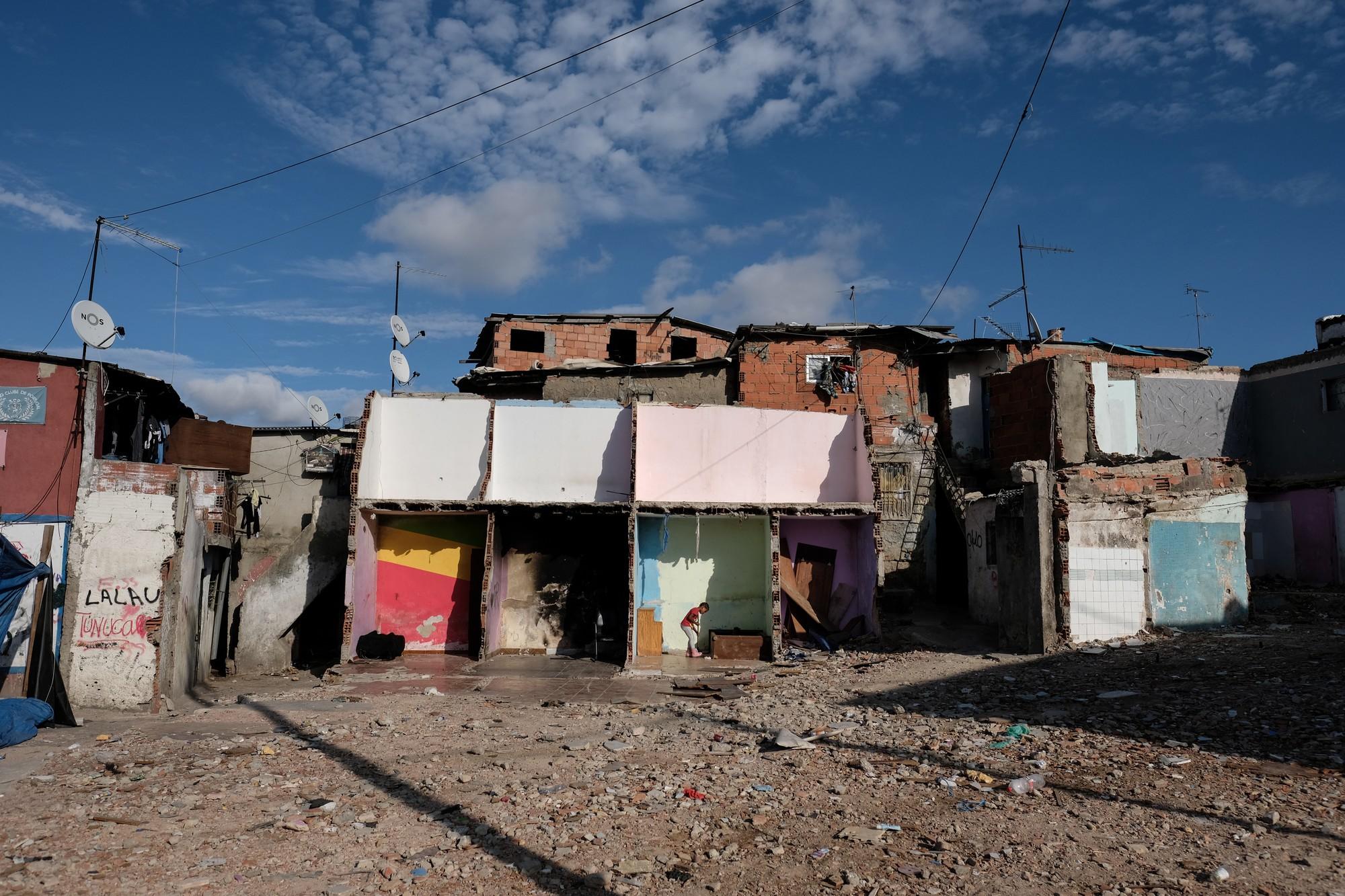 Mặt tối cuộc sống mang tên 6 de Maio: Những gì diễn ra bên trong khu phố nguy hiểm bậc nhất Bồ Đào Nha - Ảnh 2.