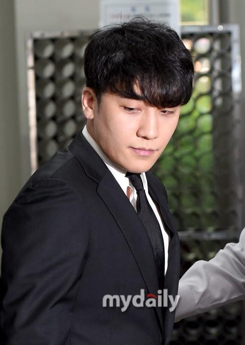 Seungri cuối cùng đã có mặt tại tòa để chờ lệnh bắt: Vẫn bình tĩnh dù cảnh sát xác nhận giữ bằng chứng mua dâm - Ảnh 7.