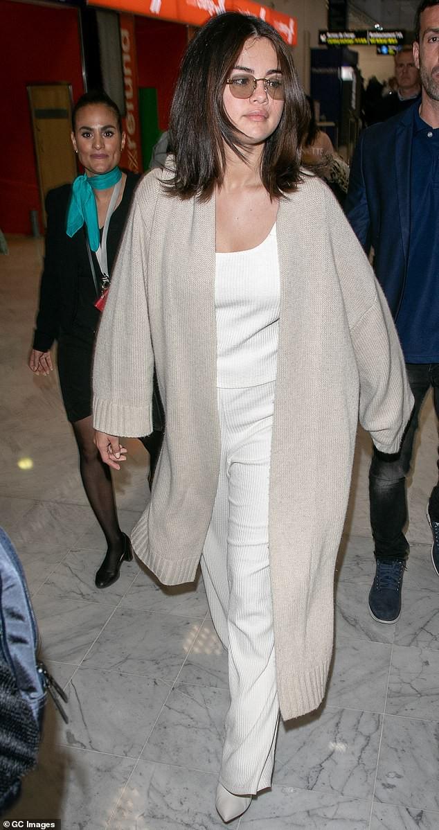 Tự tin như Selena Gomez: Khoe mặt mộc không tỳ vết, nhưng thần sắc của cô lại khiến fan vô cùng lo lắng - Ảnh 6.