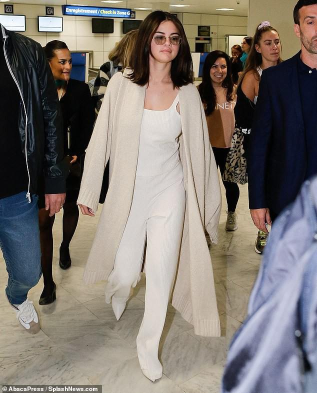 Tự tin như Selena Gomez: Khoe mặt mộc không tỳ vết, nhưng thần sắc của cô lại khiến fan vô cùng lo lắng - Ảnh 1.