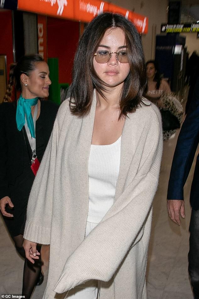 Tự tin như Selena Gomez: Khoe mặt mộc không tỳ vết, nhưng thần sắc của cô lại khiến fan vô cùng lo lắng - Ảnh 2.