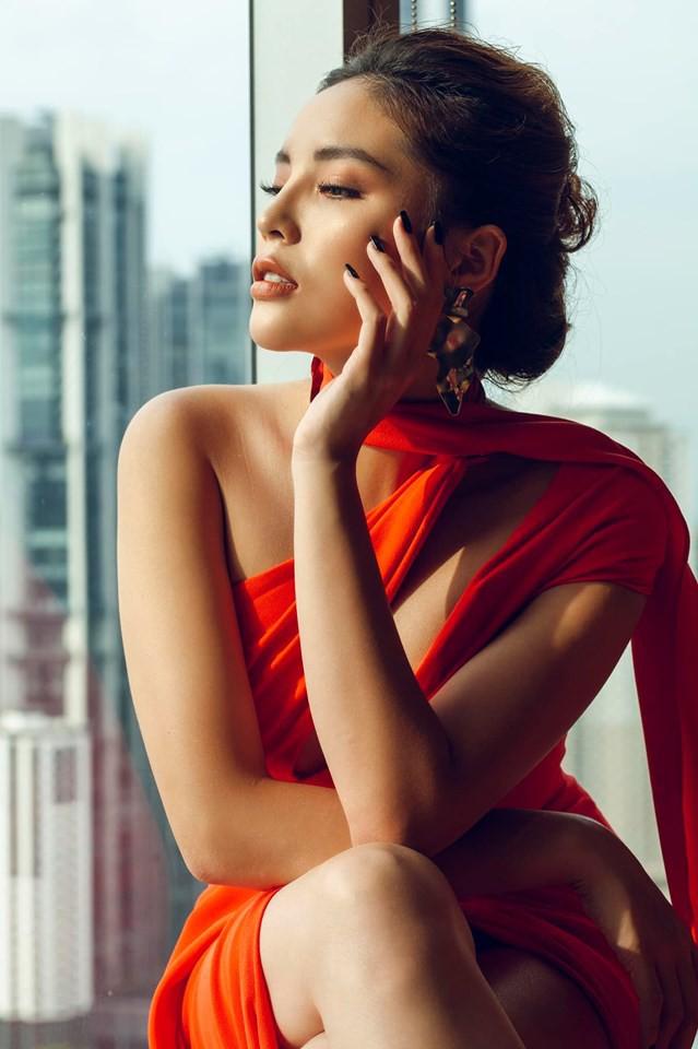 Hoa hậu và chuyện cánh tay to, bụng sồ sề khi chưa photoshop: Đâu phải nữ thần để đòi hỏi đẹp hoàn hảo 100% - Ảnh 1.
