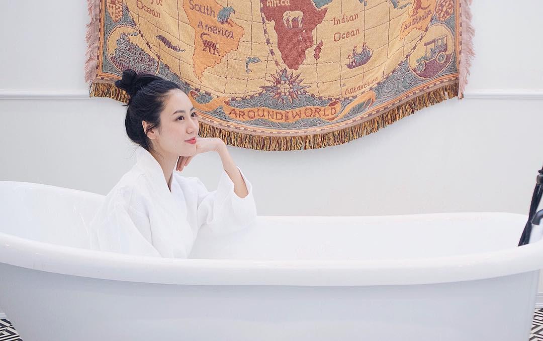Khi bồn tắm là phụ kiện đọ độ chanh xả của hot girl: Người hở bạo, kẻ kín đáo nhưng vẫn khó phân định ai sexy hơn - Ảnh 5.