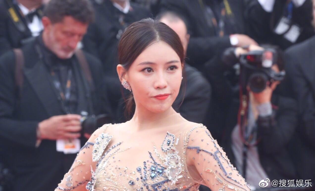 Mỹ nhân khiến Cbiz ê chề trong ngày đầu Cannes: Bị đuổi khỏi thảm đỏ vẫn giả ngơ, hoá ra từng đóng Diên Hi Công Lược - Ảnh 3.