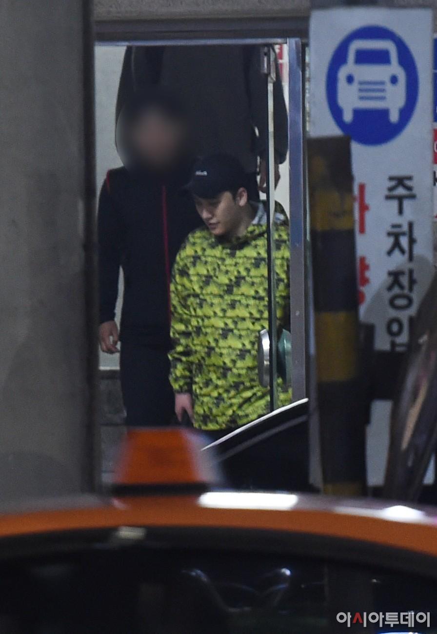 Sốc: Seungri vui vẻ đi tập gym sau khi tòa án hủy lệnh bắt, công chúng Hàn Quốc phẫn nộ và fan Việt vẫn bênh - Ảnh 3.