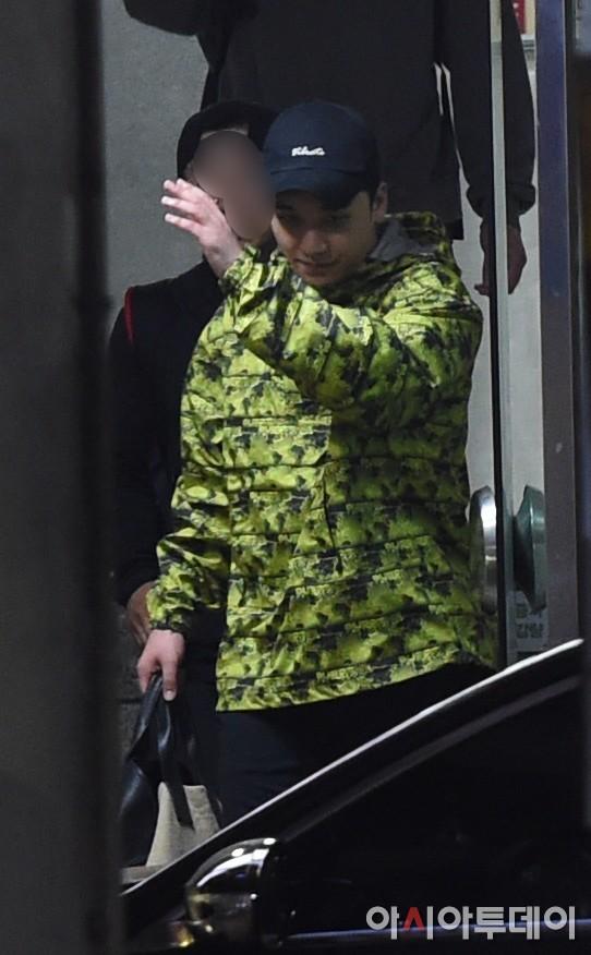 Sốc: Seungri vui vẻ đi tập gym sau khi tòa án hủy lệnh bắt, công chúng Hàn Quốc phẫn nộ và fan Việt vẫn bênh - Ảnh 4.