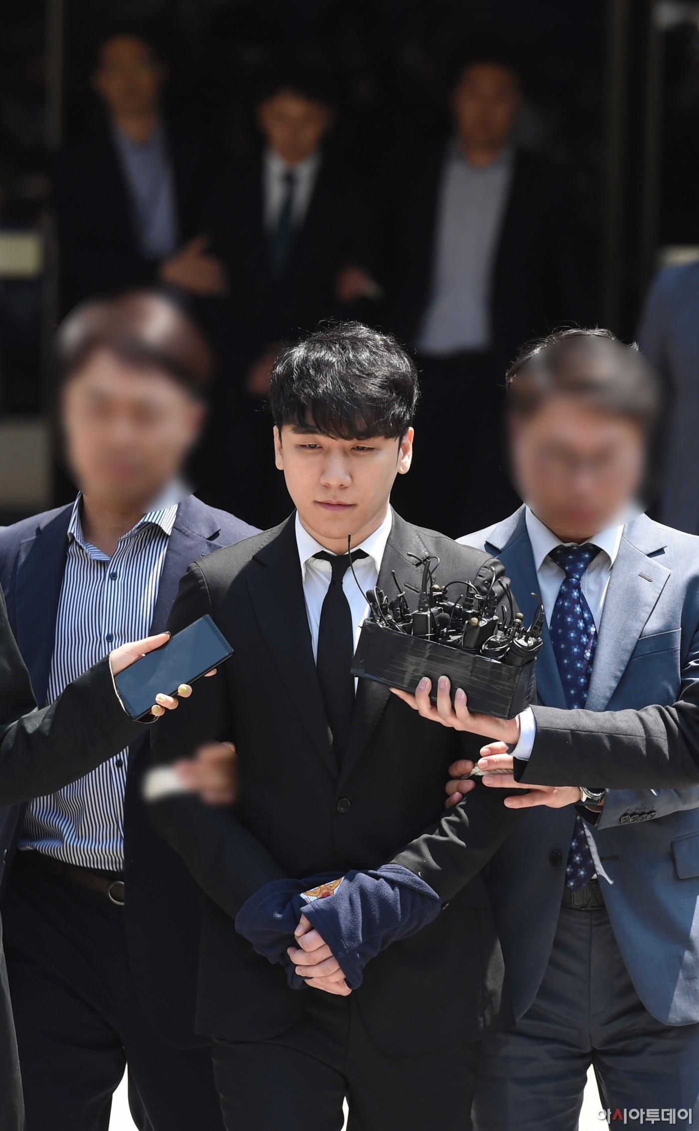 Sốc: Seungri vui vẻ đi tập gym sau khi tòa án hủy lệnh bắt, công chúng Hàn Quốc phẫn nộ và fan Việt vẫn bênh - Ảnh 2.